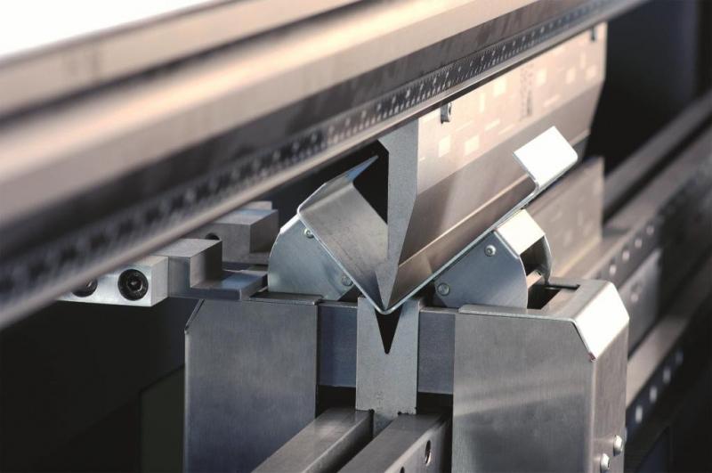 Гибка листового металла: что это такое и в каких сферах используется