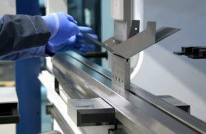 Преимущества услуги гибки листового металла